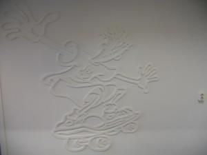 wanddecoratie gefreesd uit MDF 12 mm dik, en vervolgens in de kleur van de muur geschilderd